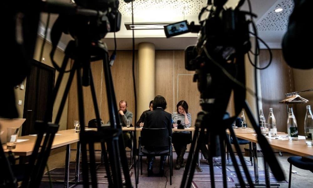 Grace Meng habló dando la espalda a las cámaras, por temor a represalias.