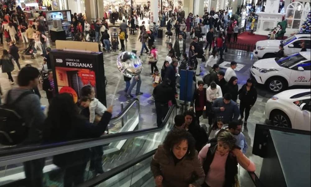 Compradores en un centro comercial durante la edición 2018 del Buen Fin.