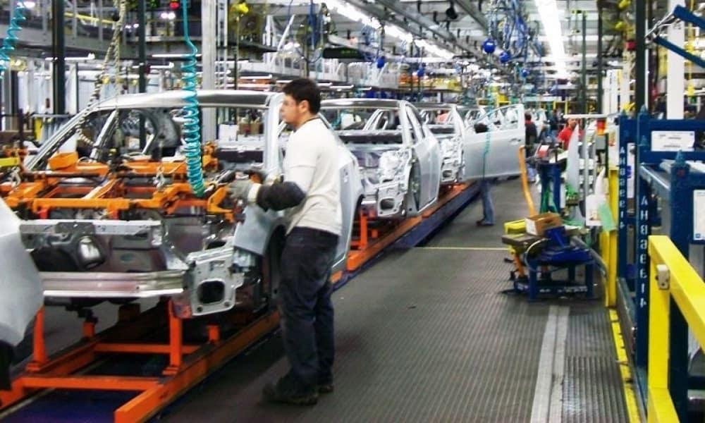 Trabajador en planta de General Motors