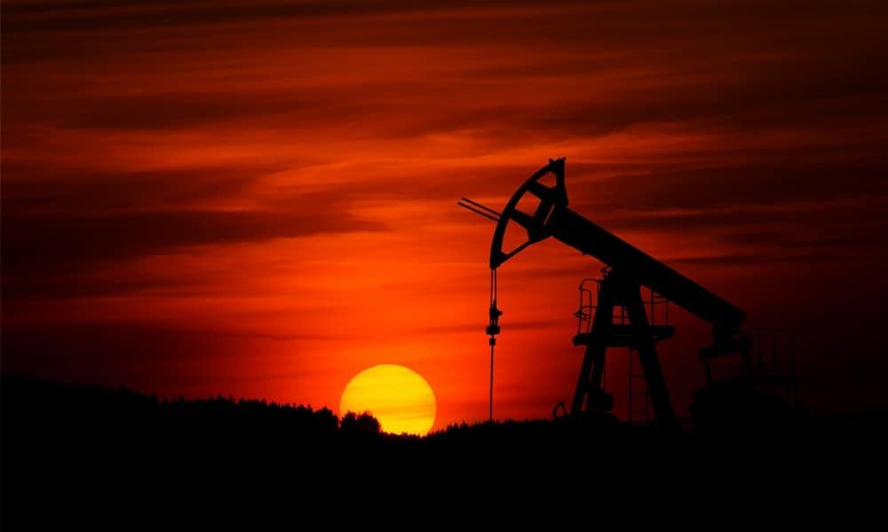 AMLO heredará proyectos petroleros de EPN. (Foto: Zbynek Burival, Unsplash)