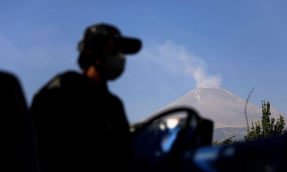 Tochimilco con el volcán Popocatépetl de fondo