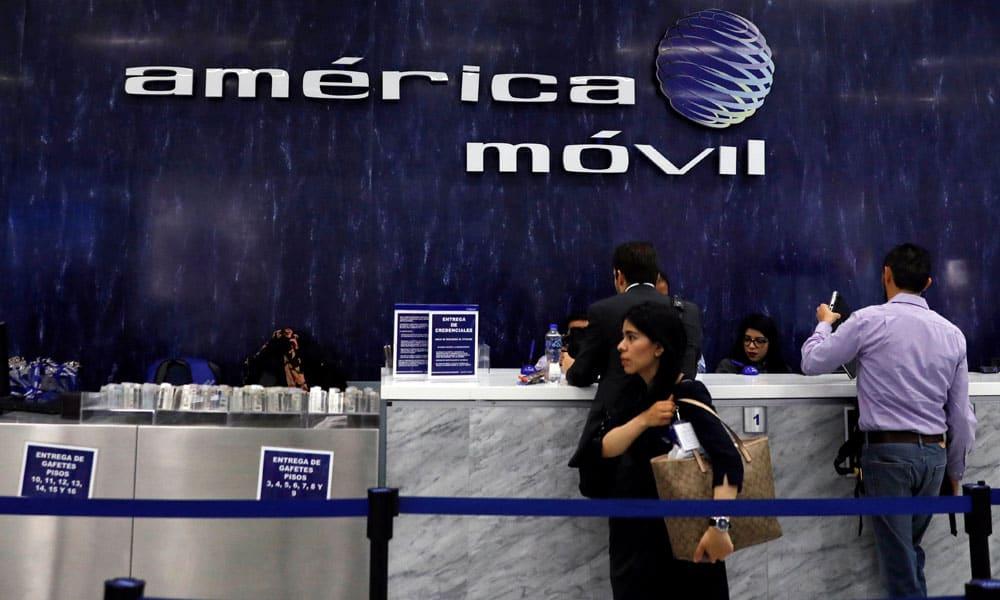 Niegan a América Móvil compra de Telefónica en El Salvador