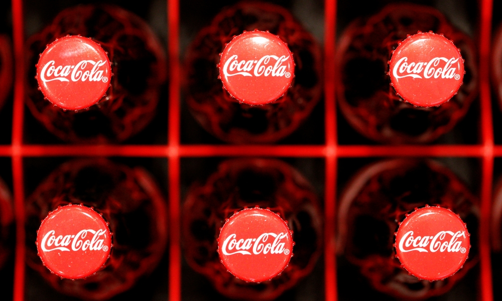 Coca-Cola suspende su publicidad en redes sociales durante 30 días