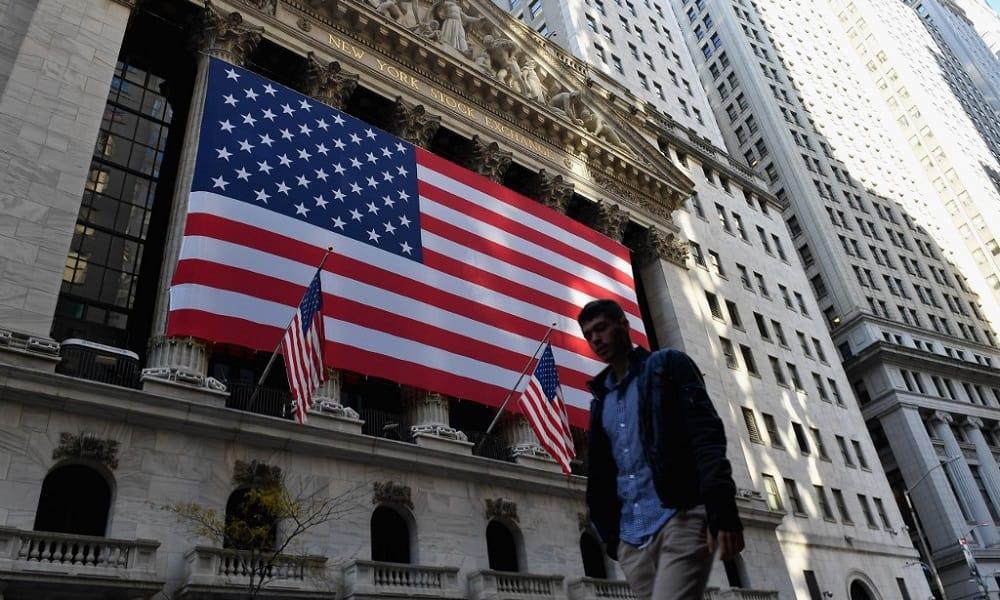 Estados Unidos supera las 250,000 muertes por COVID-19; Nueva York cierra otra vez las escuelas