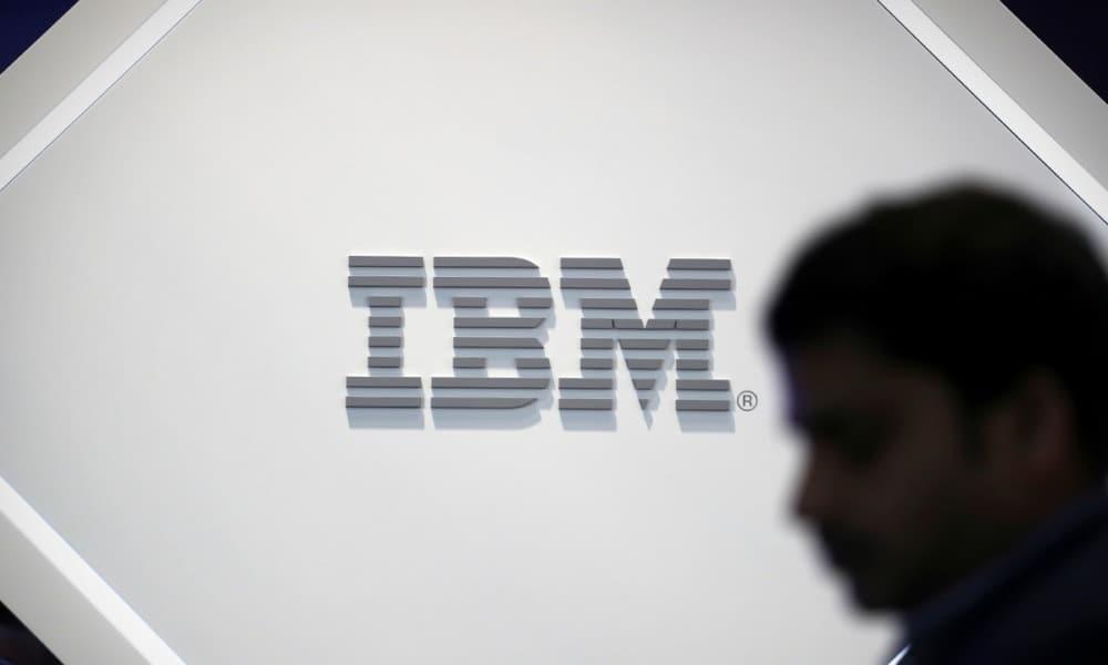 Acciones de IBM caen